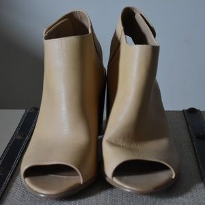 NWOT Steve Madden Peep Toe Heels